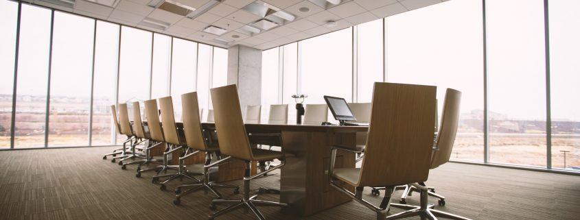Ein Konferenzraum von innen